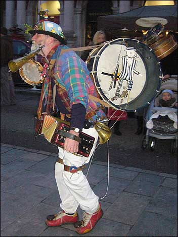 one_man_band_352_352x470.jpg